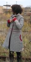 Mantel rote Paspeln mit hohem Kragen