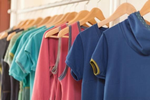 Atelier Innen Detail Kleider groß