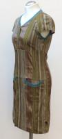 Kleid mit halben Ärmeln, Knopfleiste