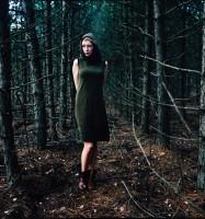 Wald, Kapuzenkleid grün, Antje Gildemeister