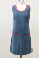 Trägerkleid taubenblau mit roten Bündchen